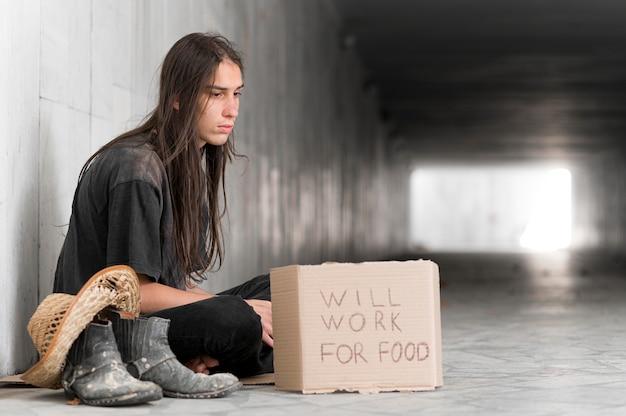 Bezdomny Błagający O Pomoc Premium Zdjęcia