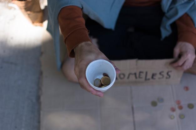 Bezdomny, Prosząc O Widok Z Góry Pieniądze Darmowe Zdjęcia