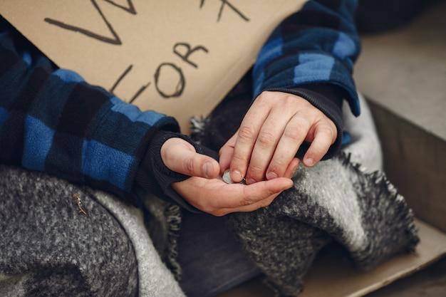 Bezdomny w mieście jesień trwałe ubrania Darmowe Zdjęcia