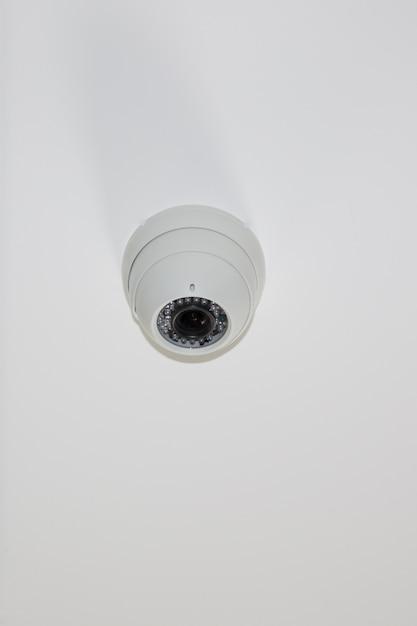 Bezpieczne Kamery Kopułkowe Na Jasnobiałej Kamerze Bezpieczeństwa Cctv Premium Zdjęcia