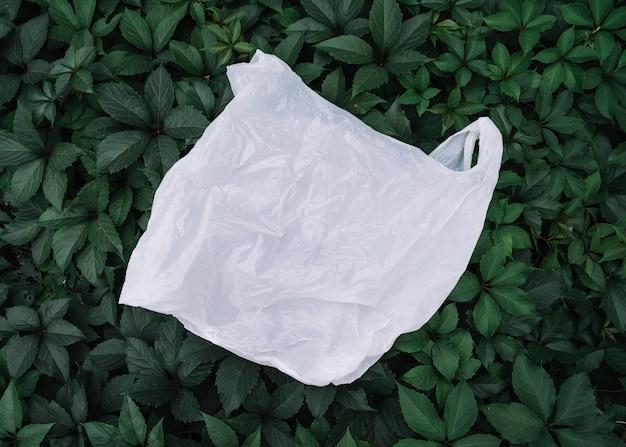 Biała plastikowa torba na zewnątrz Darmowe Zdjęcia