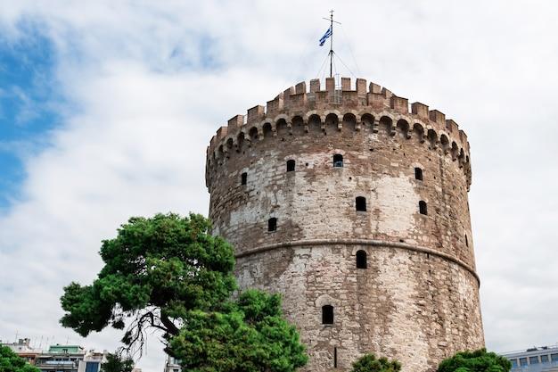 Biała Wieża W Salonikach Z Chmurami W Grecji Darmowe Zdjęcia