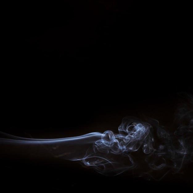 Białe Elementy Dymu Na Czarnym Tle Z Miejsca Kopiowania Do Pisania Tekstu Darmowe Zdjęcia