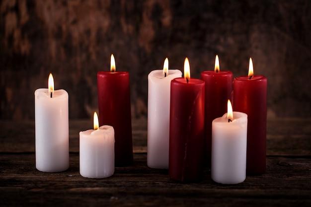 Białe I Czerwone świece Darmowe Zdjęcia