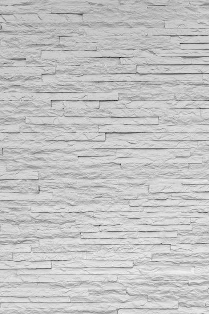 Białe Klasyczne Kamienne Cegły Układają Się We Wzór Na ścianie, Tworząc Piękne Minimalistyczne I Proste Tło. Premium Zdjęcia