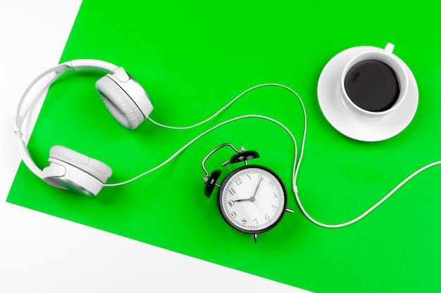 Białe słuchawki z przewodem Premium Zdjęcia