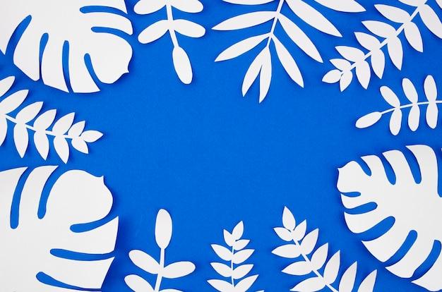 Białe Sztuczne Liście Ze Stylu Papieru Z Miejsca Na Kopię Darmowe Zdjęcia