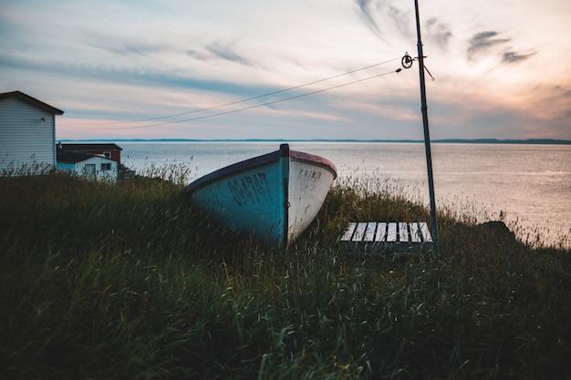 Biało-brązowa łódź Wiosłowa Darmowe Zdjęcia