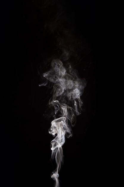 Biały Dym Podnoszenie Na Czarnym Tle Z Miejsca Na Kopię Darmowe Zdjęcia