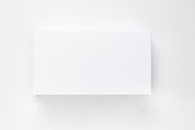 Biały Papierowy Pudełko Z Cieniem Na Białym Tle Odizolowywa. Premium Zdjęcia