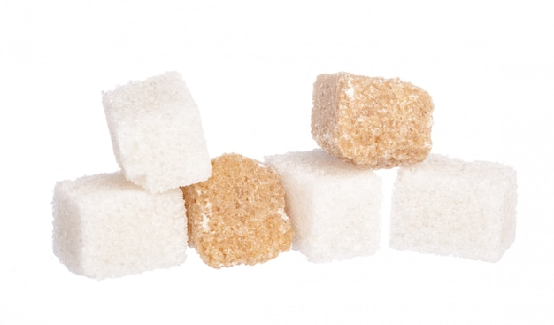 Biały Rafinowany Cukier I Brązowe Nierafinowane Kostki Cukru Premium Zdjęcia