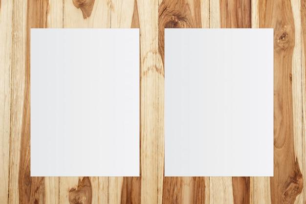 Biały Szablon Papier Na Drewnianym Tle Premium Zdjęcia