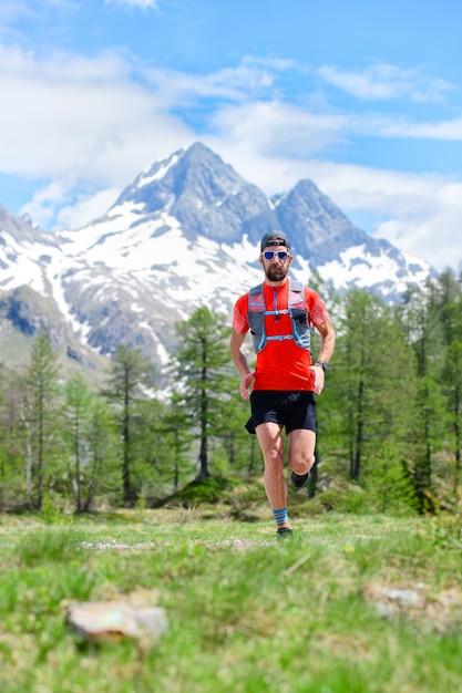 Biegacz W Górach Premium Zdjęcia