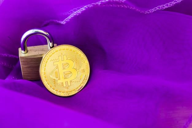 Bitcoin cryptocurrency digital bit coins btc waluta technology business internet concept. Premium Zdjęcia