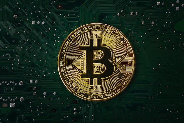 Bitcoin na płycie głównej komputera Premium Zdjęcia