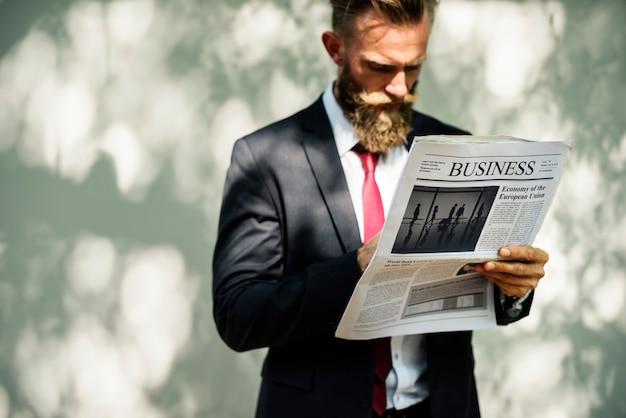 Biznesmen Pozycja I Czytelnicza Gazeta Darmowe Zdjęcia