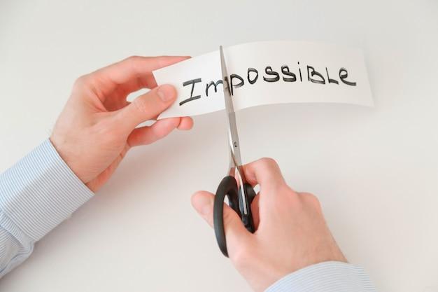 Biznesmen Ręce Cięcia Słowa Niemożliwe Premium Zdjęcia