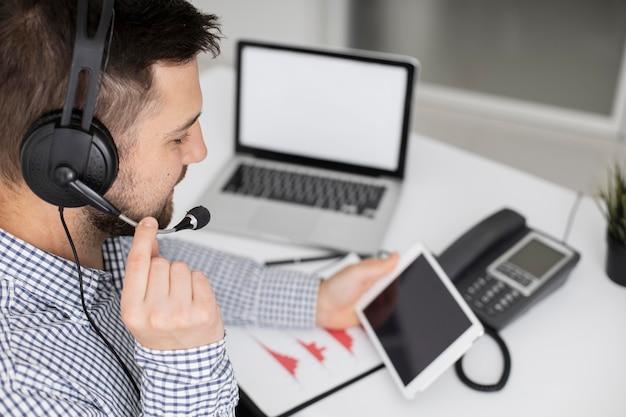 Biznesmen Rozmawia Przez Telefon Darmowe Zdjęcia