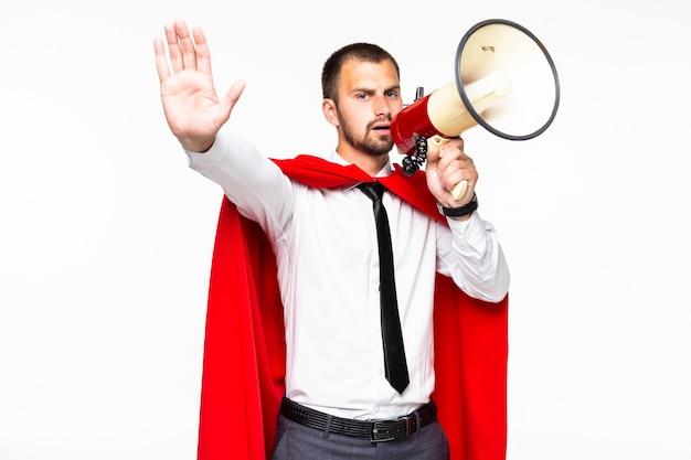 Biznesmen Ubrany Jak Superbohater Krzyczący Przez Megafon Na Białym Tle Premium Zdjęcia