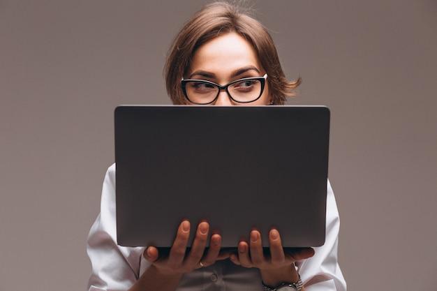 Biznesowa Kobieta Z Komputerem Odizolowywającym Darmowe Zdjęcia