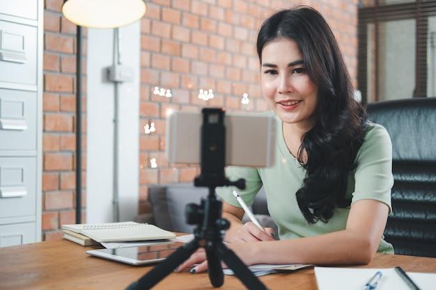 Biznesowa Koncepcja Pracy W Domu Premium Zdjęcia