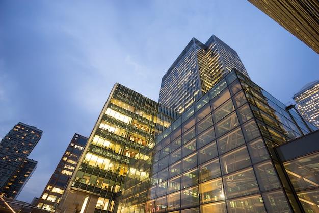 Biznesowy budynek biurowy w londyn, anglia, uk Premium Zdjęcia