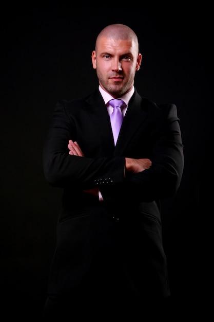 Biznesowy mężczyzna odizolowywający na czerni Darmowe Zdjęcia