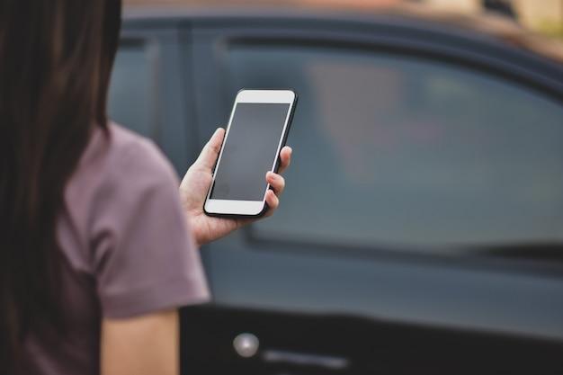 Bizneswomanu Mienia Telefon Komórkowy Premium Zdjęcia