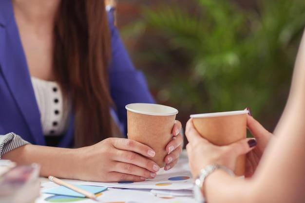 Bizneswomen Pije Kawę W Przerwie Darmowe Zdjęcia