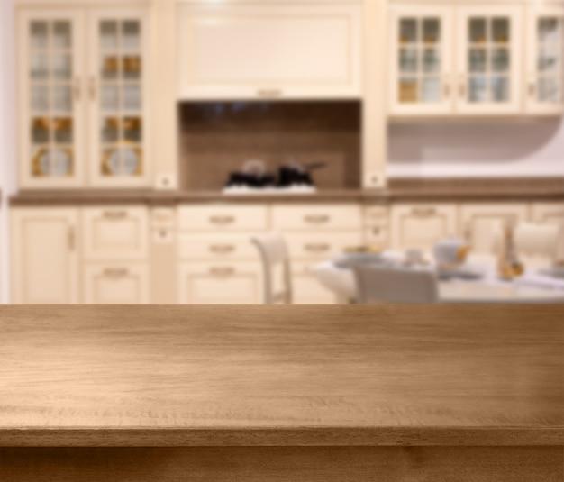 Blat Drewniany Stół I Przestrzeń Kuchenna Premium Zdjęcia