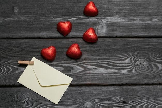 Bliska czekoladowy kształt serca Premium Zdjęcia