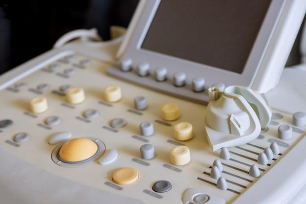 Bliska Działająca Maszyna Do Detali Ultradźwiękowych Premium Zdjęcia