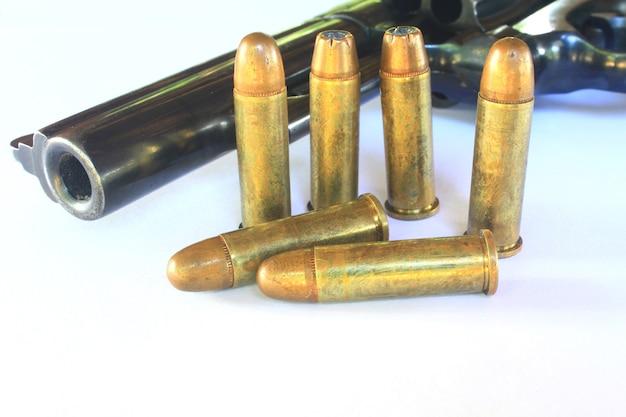Bliska pistolet z amunicją Premium Zdjęcia