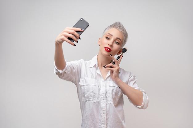 Bliska Portret Artysty Makijażu. Premium Zdjęcia