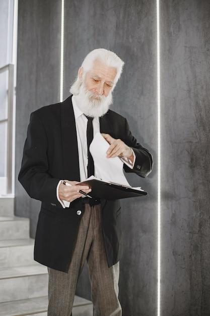 Bliska Portret Staromodny Mężczyzna. Darmowe Zdjęcia