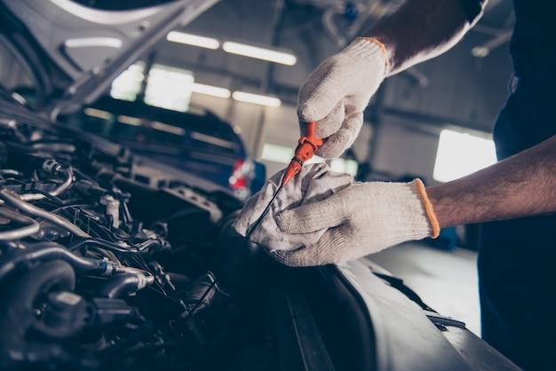Bliska Przycięte Ujęcie Ekspertów Mechanicznych Specjalistycznych Profesjonalnych Narzędzi Broni Premium Zdjęcia