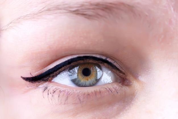 Bliska Strzał Kobiecych Oczu Z Długimi Rzęsami Premium Zdjęcia