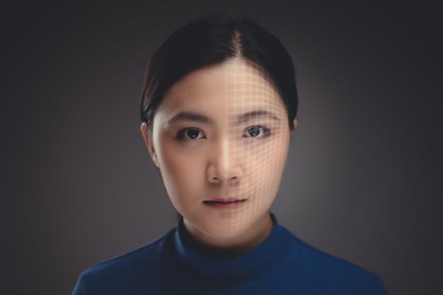 Bliska Strzał Portret Kobiety Azji I Technologii Skanowania Twarzy. Odosobniony Premium Zdjęcia