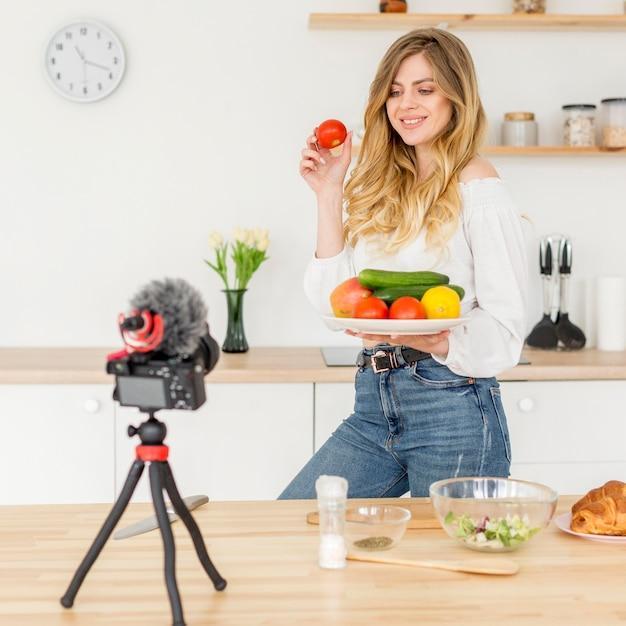 Bloger Kobieta Gotowanie Zdrowej żywności Darmowe Zdjęcia