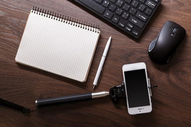Blogger w miejscu pracy Premium Zdjęcia