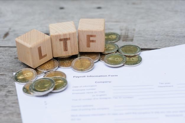 Blok Słów Ltf Na Formularzu Informacji O Wynagrodzeniach Premium Zdjęcia