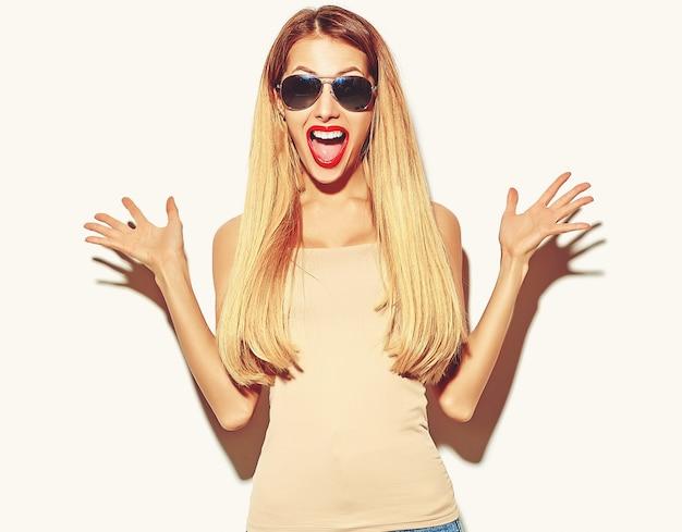 Blond Kobieta Dziewczyna W Dorywczo Hipster Letnie Ubrania Darmowe Zdjęcia