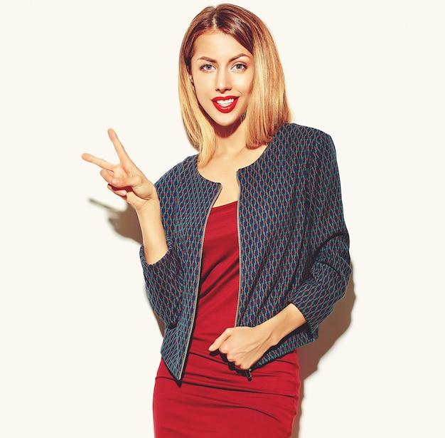Blondynki Kobiety Dziewczyna W Czerwonej Sukni Z Szkłami Darmowe Zdjęcia