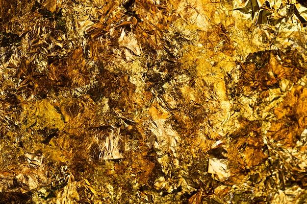 Błyszczący żółty Liść Złota Lub Skrawki Tła Złotej Folii Premium Zdjęcia