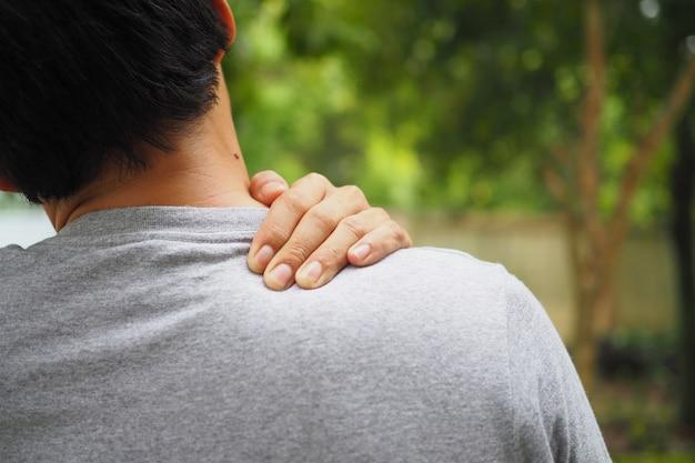 Ból Szyi I Ramion Oraz Uraz Mięśni Człowieka Premium Zdjęcia