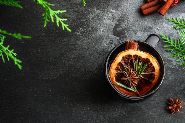 Boże Narodzenie Grzane Wino Na Drewnianym Stole Premium Zdjęcia