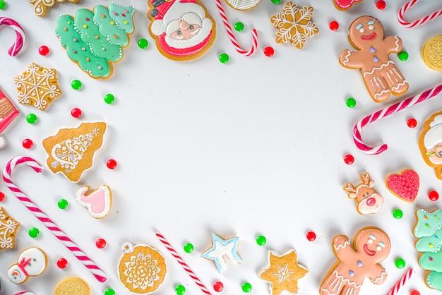 Boże Narodzenie Ramki Słodycze. Różne świąteczne Słodycze świąteczne, Tradycyjne Słodycze I Ciasteczka. Flatlay Z Cukierkami Z Trzciny Cukrowej, Piernikiem, Słodyczami, Widok Z Góry Premium Zdjęcia