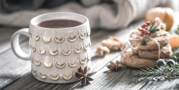 Boże Narodzenie Skład Z Filiżanką Herbaty I Ciastek Na Tle Drewnianych, Pojęcie Wakacji I Zabawy, Tło Darmowe Zdjęcia