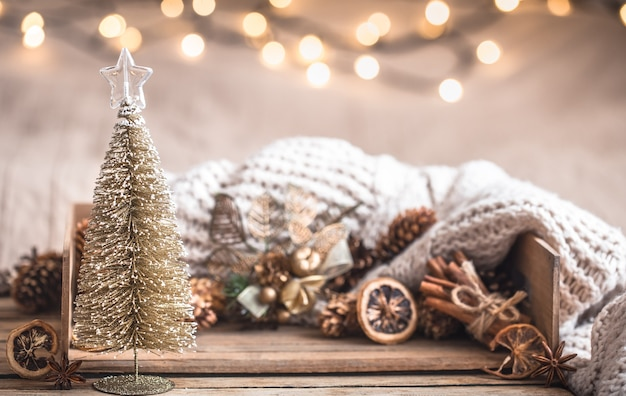 Boże Narodzenie świąteczny Wystrój Martwa Natura Na Podłoże Drewniane, Pojęcie Komfortu W Domu I Wakacje Darmowe Zdjęcia