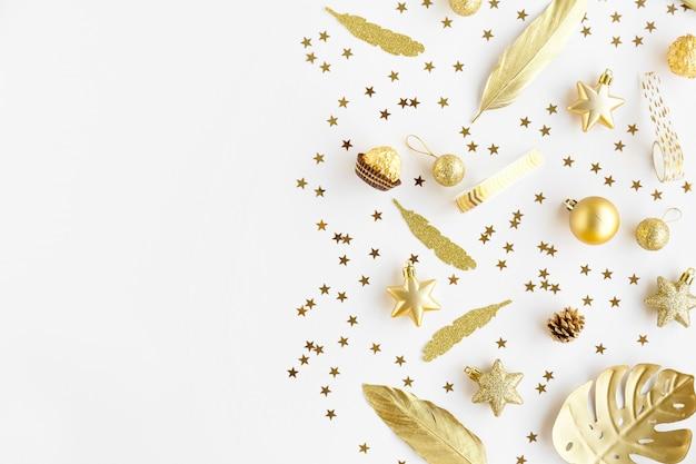 Bożenarodzeniowa złota dekoracja na bielu Darmowe Zdjęcia